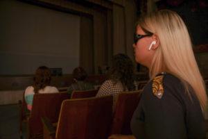 Незрячие зрители в кинозале